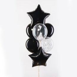 Фонтан из шаров с черными звездами, черными шарами и серебряным конфетти
