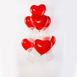 Фонтан из шаров с красными латексными сердцами и прозрачными шарами с сердечками