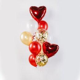 Фонтан из шаров с красными сердцами, золотым конфетти и красно-золотыми шарами