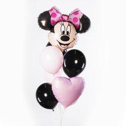 Фонтан из шаров с головой Минни Маус с розовым бантом, розовым сердцем и черными шарами