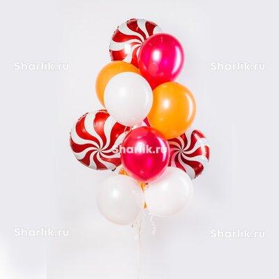 Фонтан из шаров с красными леденцами и белыми, розовыми и оранжевыми шарами