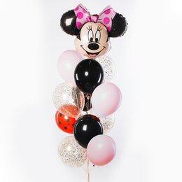 Фонтан из шаров с головой Минни Маус с розовым бантом, черными и розовыми шарами и конфетти