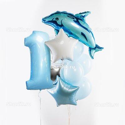 Фонтан из шаров с цифрой, голубым дельфином и голубой, серебряной и белой звездами