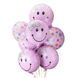 Букет из круглых шаров-смайлов на выписку для девочки