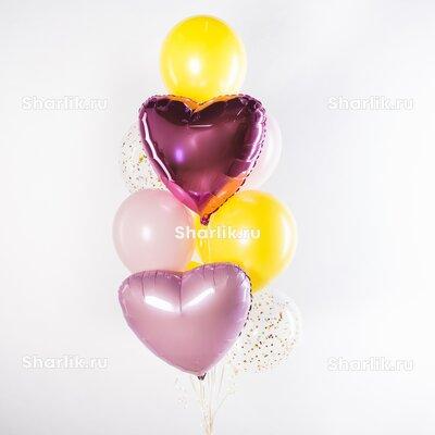 Фонтан из шаров с темно-розовым и светло-розовым сердцами и желто-розовыми шарами