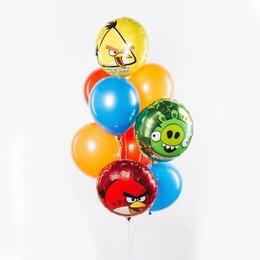 Фонтан из шаров с Angry Birds красной, желтой, зеленой птичками и красными желтыми и голубыми шарами