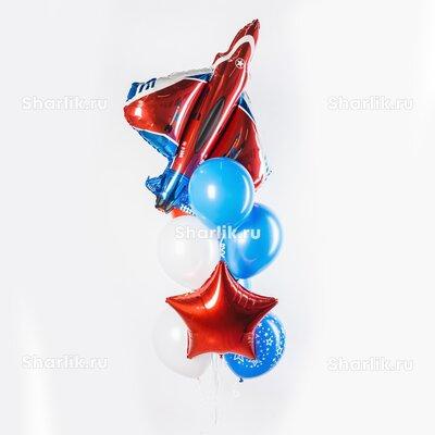 Фонтан из шаров с красно-синим самолетом, красной звездой и голубыми шарами