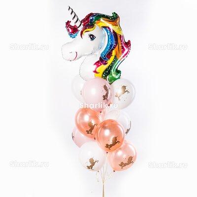 Фонтан из шаров с головой единорожки, белыми и персиковыми шарами с рисунком единорога