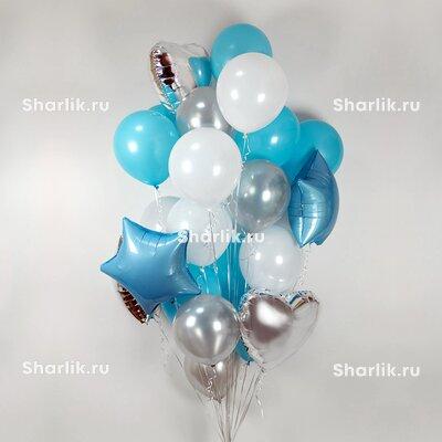 Фонтан из шаров с белыми и голубыми шарами, серебряными сердцами и голубыми звездами