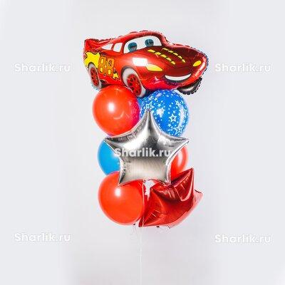 Фонтан из шаров с Молнией Маквином, серебряной и красной звездами и красно-голубыми шарами