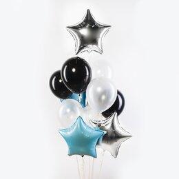 Фонтан из шаров с серебряными и голубыми звездами, черными и белыми шарами
