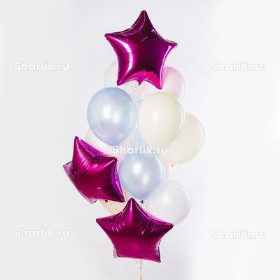 Фонтан из шаров со звездами цвета фуксия и бело-голубыми шарами