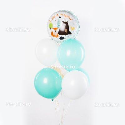 Фонтан из шаров с кругом с надписью: С днем рождения и рисунком лисенка с медведем и бело-голубыми шарами