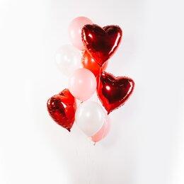 Фонтан из шаров с красными сердцами и бело-розовыми шарами