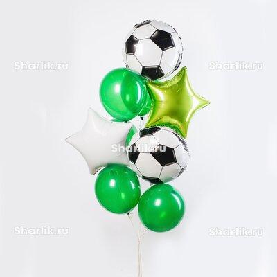 Фонтан из шаров с футбольными мячами и звездами салатового и белого цвета и зелеными шарами