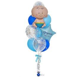 Фонтан из шаров с малышом на верхушке голубых шаров, со звездой с надписью