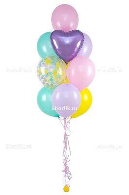 Фонтан из шаров с сиреневым сердцем посередине, в голубых и розово-сиреневых оттенках
