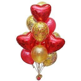 Букет из шаров в красно-золотой гамме,с красными сердцами и золотым конфетти